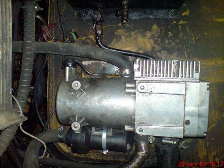 Установленый подогреватель двигателя Hidronic 10 на экскаваторе